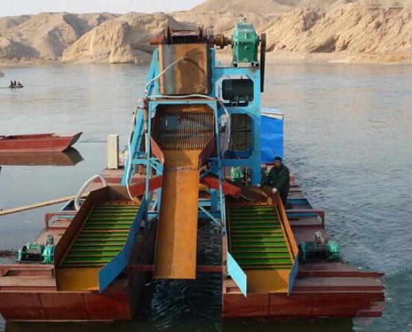 溜槽选金船,沙金开采船,选沙金的船